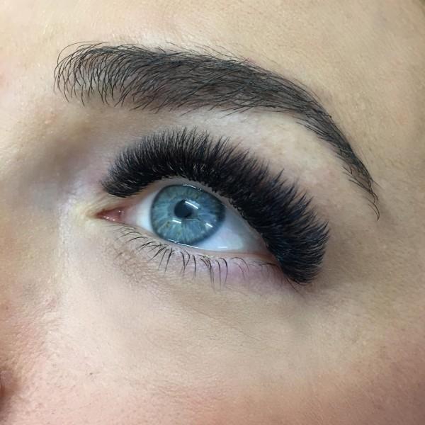 Maximum-Volume-Eyelash-Extensions